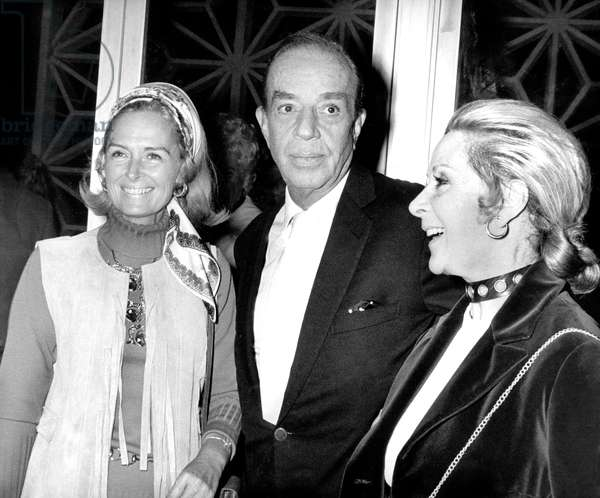 "Director Vincente Minnelli with Donna Reed (l) and Mrs Lee Anderson at preview of film ""Little Fauss and big Halsey"" November 17, 1970"