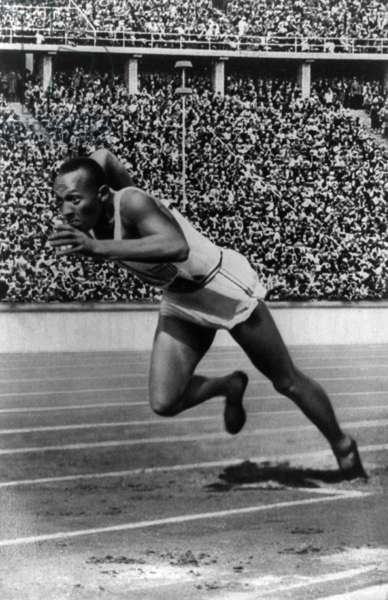 "James ""Jesse"" Owens at the start of  the 200m race at Berlin Olympic Games on 5th August, 1936 (b/w photo)"