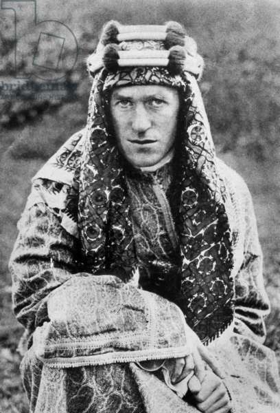 Thomas Edward Lawrence aka lawrence of Arabia (1888-1935) archaeologist, soldier, writer and English political agent, here with arab suit, 1919