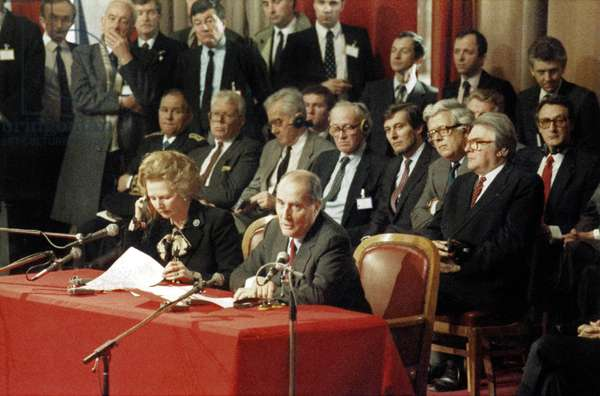 official announcement to build the Channel Tunnel in Lille on January 20, 1986 : Francois Mitterrand and Margaret Thatcher