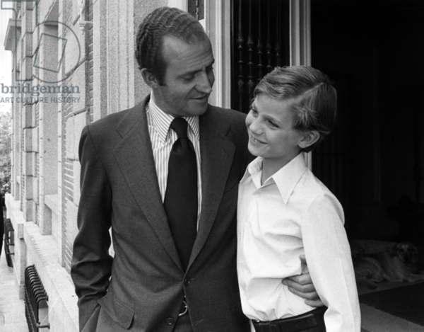 In Madrid on June 26, 1978 : King  Juan Carlos 1st of Spain and his son Felipe in Zarzuela palace
