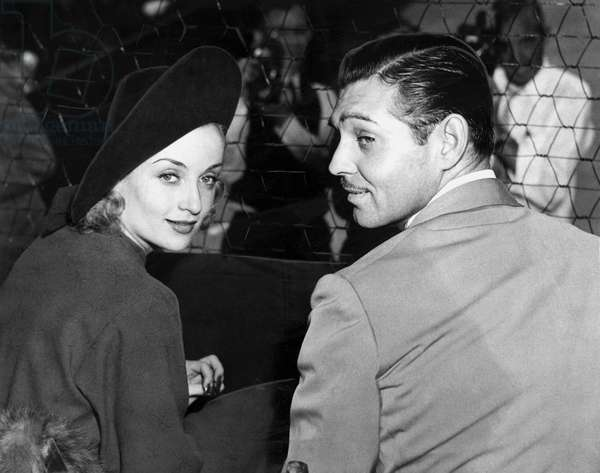 Clark Gable et Carole Carol Lombard watching a match at the Los Angeles Tennis Club le 18 septembre 1937 couple dans des tribunes regardant un match de tennis