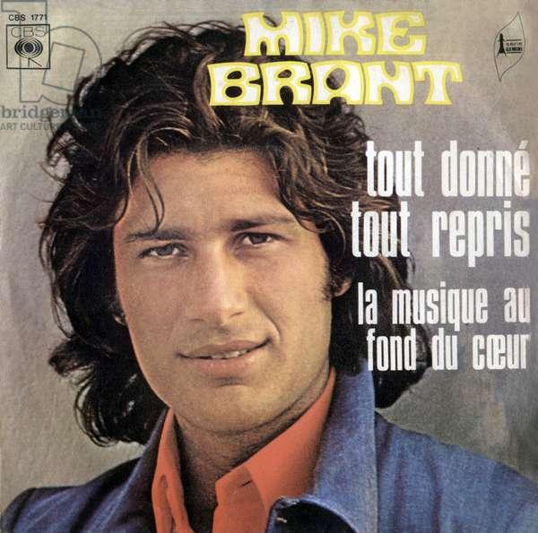 """Mike Brant's 1973 """"Tout donne tout restart"""" and """"La musique au fond du coeur"""" 45 rpm vinyl record sleeve"""
