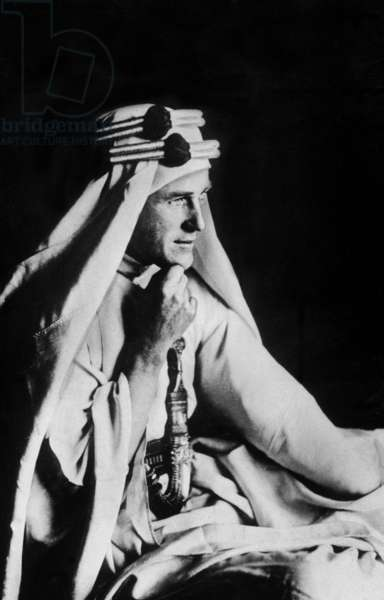 T. E. Lawrence (b/w photo)