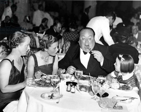 Alfred Hitchcock with his wife Alma, his assistant Joan Harrison and his daughter Patricia on August 24, 1937 atrestaurant in New York