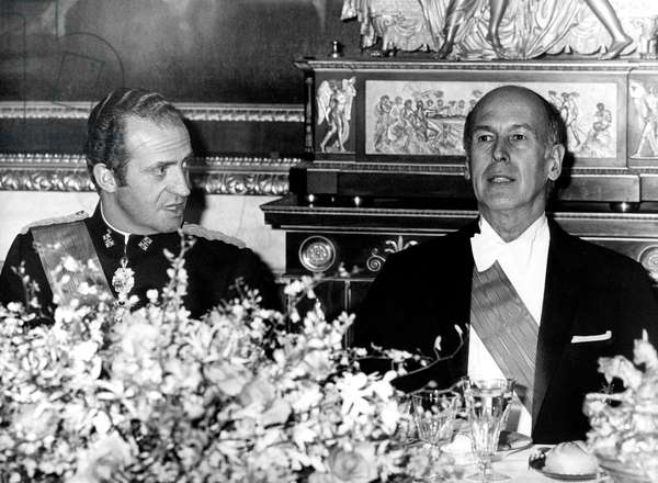 Spanish King  Juan Carlos at diner with French President Valery Giscard d' Estaing June 29, 1978 in the royal palace Aranjuez