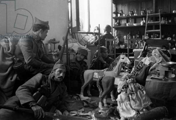 Spanish civil war, 1936-1939 : Republican soldiers in a toys shop