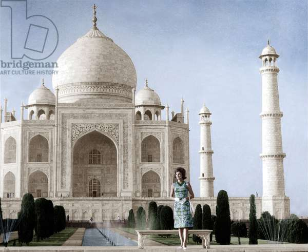 Jackie Kennedy in front of the Taj Mahal, 15th March, 1962 (photo)