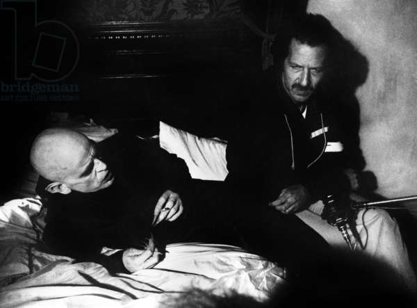 Klaus Kinski with director Werner Herzog on set of film Nosferatu the Vampyre (Nosferatu: Phantom der Nacht) 1979