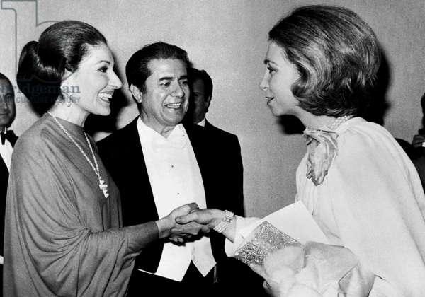 Maria Callas congratulated in Madrid by Princess Sophie of Spain November 23, 1973, in c : Giuseppe di Stefano