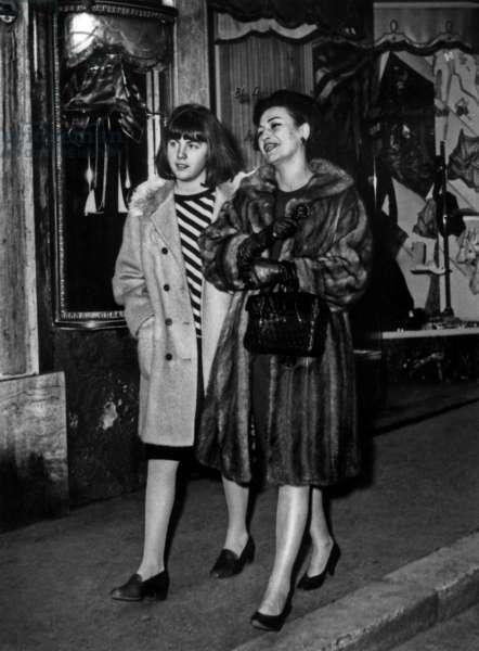 Flora Mastroianni (wife of Marcello) and Barbara Mastroianni (daughter of Marcello) in Milan in March 1965 Neg: A8299PL