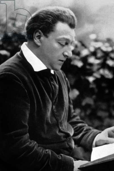 Sacha Guitry (Alexandre-Pierre Georges Guitry, 1885 - 1957), russian-born French Actor, director, screenwriter, and playwright of the Boulevard theatre.