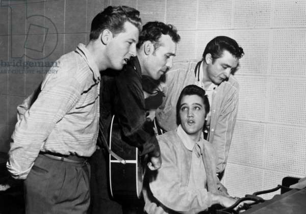 Elvis Presley at the piano with Jerry Lee Lewis, Carl Perkins, Johnny Cash in studios of Sun Records in 1956