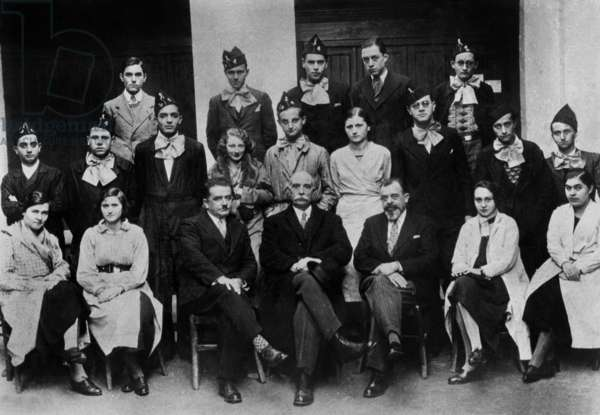 preparatory classes in Algiers 1931 : Albert Camus (top 4th from l), Claude Terrien (Claude de Freminville, 2nd row in c)