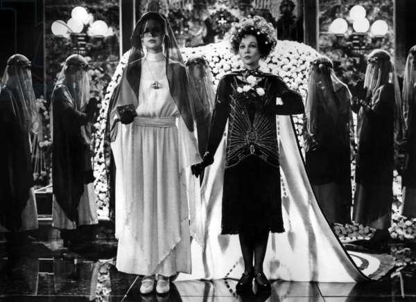 Valentino par Ken Russell avec Michelle Phillips et Leslie Caron 1977