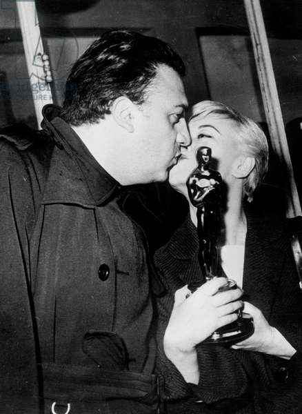 Giulietta Masina coming back from Hollywood with her academy award and her husband Federico Fellini on April 9, 1957