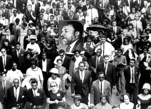 In Atlanta the day of funeral of Martin Luther King  on April 9, 1968 : mouners