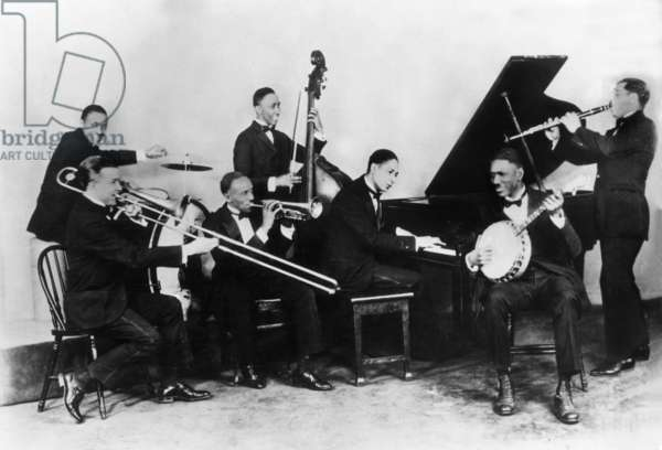 jazzman Jelly Roll Morton (1885/1890-1941, real name Joseph Ferdinand Lamothe) at the piano and His Red Hot Peppers band (Kid Ory, Johnny Saint Cyr, William Laws) on January 01, 1926