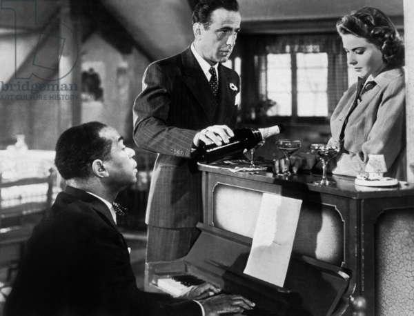 Casablanca de MichaelCurtiz avec Humphrey Bogart, Ingrid Bergman et Dooley Wilson (au piano), 1942 Oscar1943