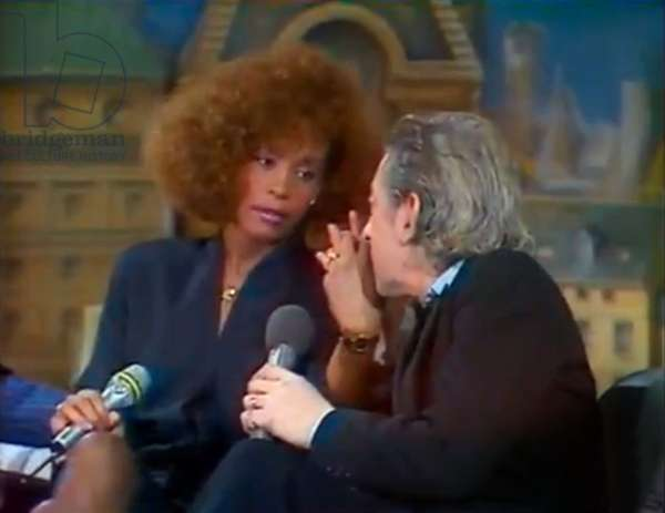Whitney Houston shocked after the words of Serge Gainsbourg has his eye during the show Champs Elysee presented by Michel Drucker in 1986 Ici apologizing by making him a hand kiss When Whitney Houston met Serge Gainsbourg