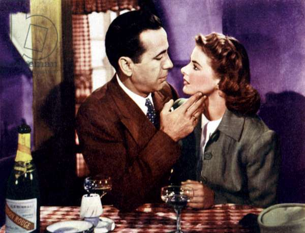 Casablanca de MichaelCurtiz avec Humphrey Bogart et Ingrid Bergman, 1942 Oscar1943 (ils boivent du champagne Mumm, cordon rouge)