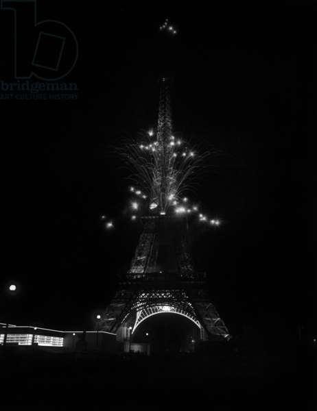 Fireworks at the Eiffel Tower, by night, 1937 (world fair, Paris, 1937)