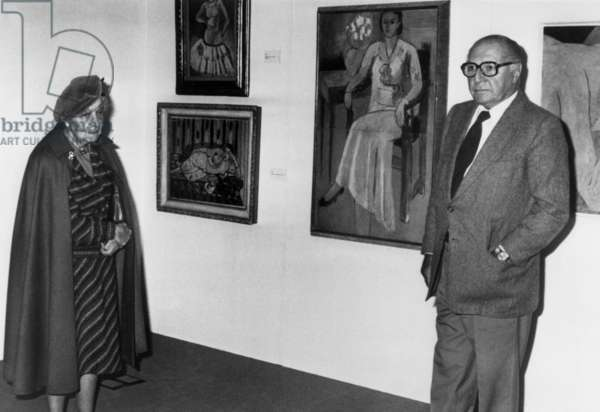 Exhibition of works by Matisse in Madrid : Marguerite Georges Duthuit and Pierre Matisse (2 children of the painter) on October 16, 1980 (b/w photo)