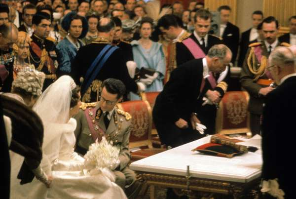 Wedding of King  Baudouin 1st and Dona Fabiola de Mora y de Aragon (thus becoming Queen Fabiola) in Brussels December 12, 1960. On l (orange): Queen Elizabeth II of England and her husband prince consort Philip Duke of Edinburgh