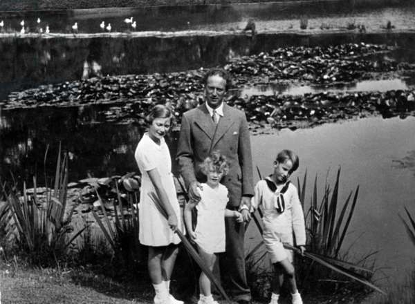 King Leopold III of Belgium with his children (l-r) : Josephine-Charlotte (b1927, future grand duchess of Luxemburg), Albert (b1934, future King  Albert II), Baudouin (b1930, future King  Baudouin 1st), photo taken by queenElisabeth of Belgium King  Leopold's mother-in-law at Laeken castle in August 1937