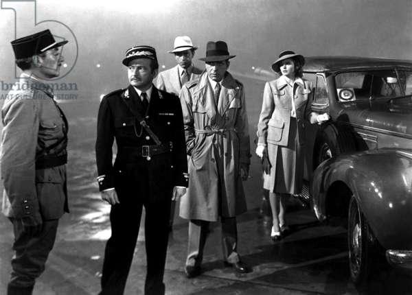Casablanca de MichaelCurtiz avec Ingrid Bergman, Humphrey Bogart (impermeable Burberry, chapeau Fedora), Claude Rains 1942 Oscar1943