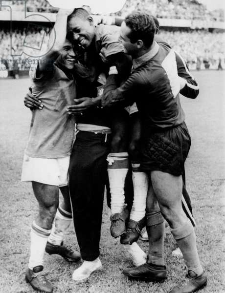 final of football world cup which occured in Sweden June 29, 1958 here l-r the brazilians Garrincha goal Gylmar et Pele