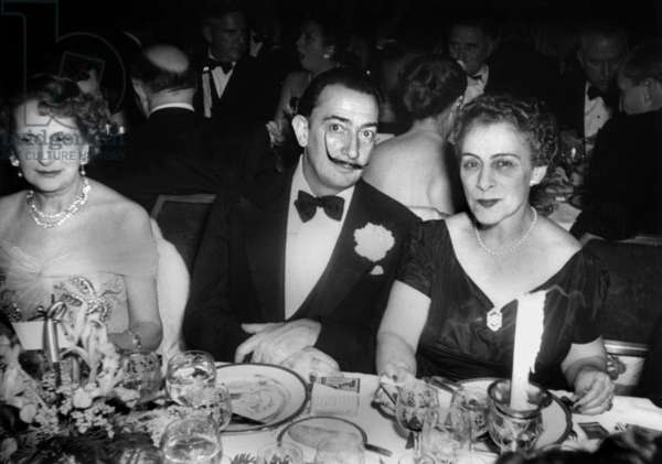 Painter Salvador Dali with Elizabeth Furtwanger and Mrs Rene Fribourg ((Leah Fribourg Kuba) in April 1952, at the Waldorf-Astoria Hotel, New-York.