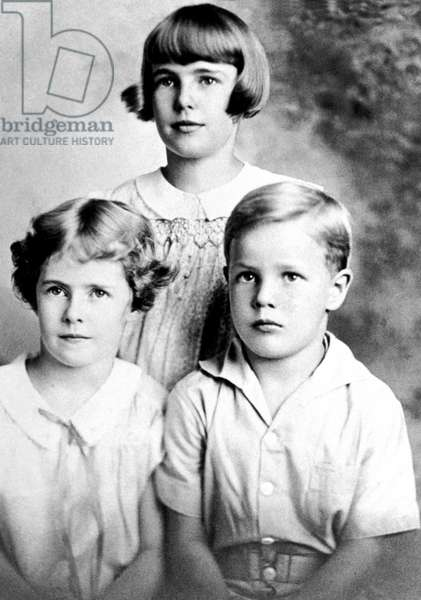 Marlon Brando when child with his elder sisters Jocelyn and Frances c. 1930