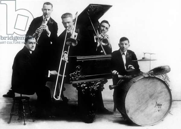 Original Dixieland Jazz Band : American jazz quintet, 1st group to record a jazz disc in 1917, here c. 1920