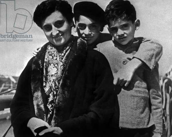 Indira Gandhi with her sons Rajiv and Sanjaya in Southampton 1953