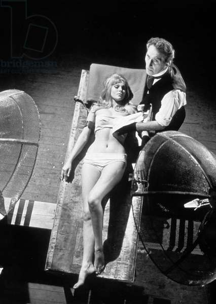 Frankenstein crea la femme Frankenstein created woman de Terence Fisher avec Peter Cushing et Susan Denberg 1967