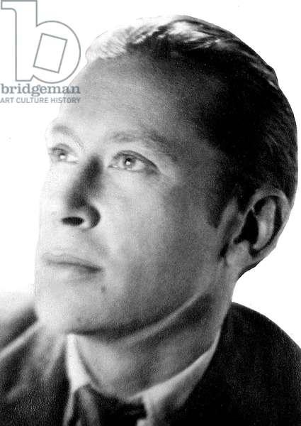 Edward Estlin Cummings (1894-1962) American poet here c. 1925
