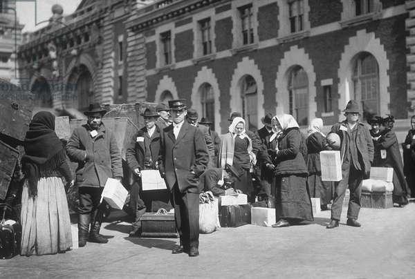Immigrants in Ellis Island in NYC in 1907