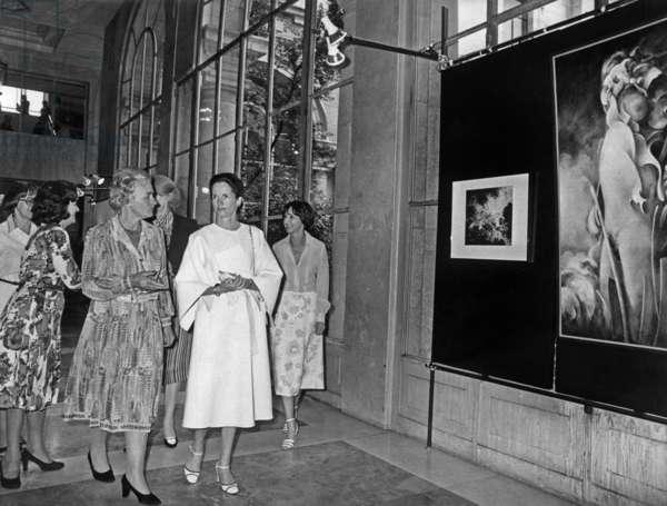 Mrs Anne Aymone Giscard d'Estaing visiting the house of Diego Velasquez in Madrid June 30, 1978