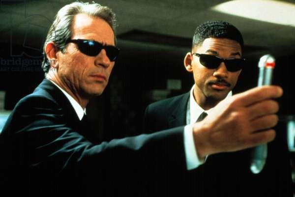 Men in Black de BarrySonnenfeld avec Tommy Lee Jones et Will Smith, 1997 (lunettes noires Ray Ban)