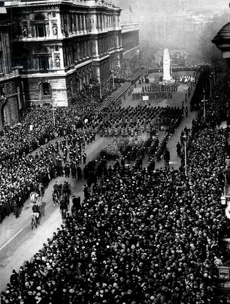 Celebration of the end of the war and amristice, November 11, 1918 : military parade, Whitehall, London