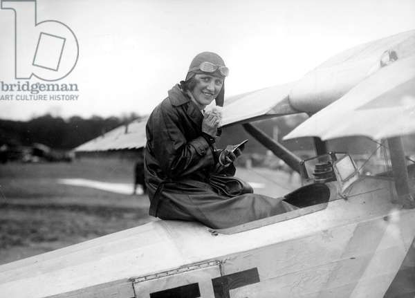 Maryse Bastie born Marie-Louise Bombec (1898-1952) French woman pilot, c. 1931