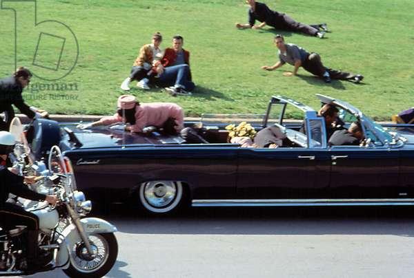 JFK de OliverStone 1991 : assassinat du President americain John F. Kennedy dans sa Lincoln Continental a Dallas le 22 novembre 1963