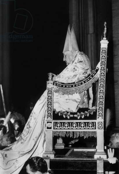 Enthronement of pope John XXIII (Ange Joseph Roncalli), pope from 1958 to 1963 on November 4, 1958 in Rome