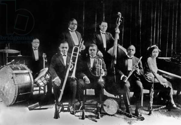 Louis Armstrong and King  Oliver's Jazz Band with l-r : Baby Dodds, Honore Dttrey, King  Olivier, Louis armstrong, Bill Johnson, Johnny Dodds, Lil Hardin May 1923 in Chicago