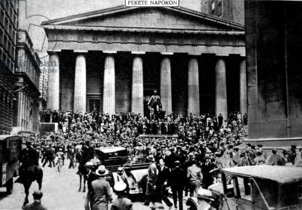 view of Wall Street during the stock market crash, photo published in hugarian newspaper November 20, 1929