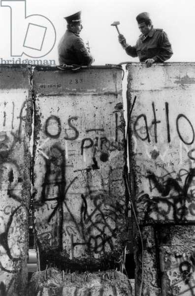 Fall of Berlin wall, November 12, 1989 : East guards tempting to repair the wall