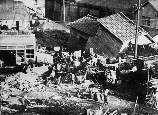 Tsunami in Japan (following the earthquakes in Chile) : view of the devastation at Ouaqzwa Machi, June 7th, 1960