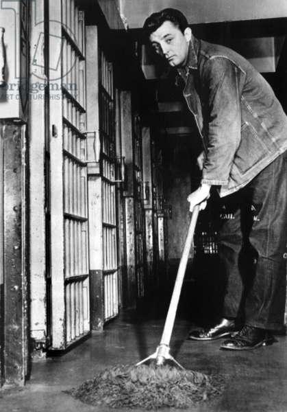Robert Mitchum in jail because he smoked marijuana in 1949