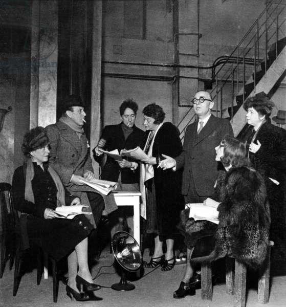 "New play by Jean Cocteau ""Les monstres sacres"" : Suzanne Dantes, Andre Brule, Jean Cocteau, Yvonne de Bray, Robert Trebor (director of the Theatre Michel, Paris), Jany Holt and Claire Gerard January 5, 1940"